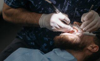 Få en gratis forundersøgelse ved en tandtekniker